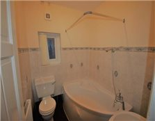 1 bedroom flat to rent Walton on the Hill