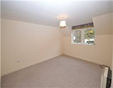 2 bed flat to rent Haugh