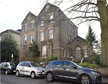 3 bed flat to rent Newtown