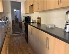 2 bed property to rent Hill Top