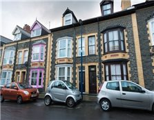 5 bed terraced house for sale