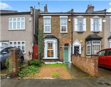 2 bed semi-detached house for sale South Woodford