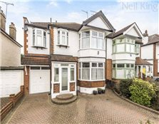 5 bed semi-detached house for sale South Woodford