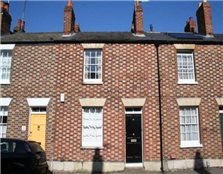 2 bed terraced house to rent Walton Manor