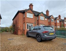 2 bed semi-detached house to rent Pinkneys Green