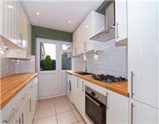 3 bedroom terraced house to rent Altmore