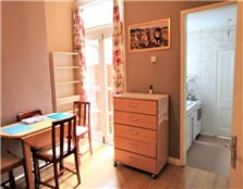 3 bed property to rent New Town